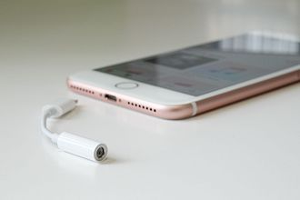 IPhone 7 - Headphone jack adapter with an iPhone 7 Plus beside it