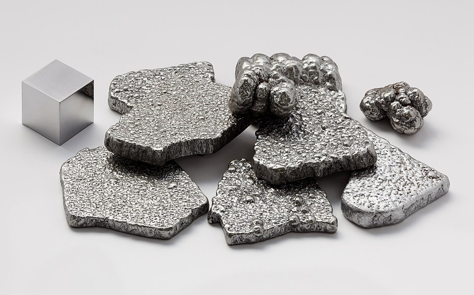 Pure iron chips with a high purity iron cube