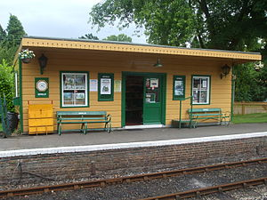 Isfield railway station - Replica waiting shelter