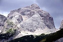 Jalovec (2645m) (48522299092).jpg