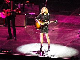 Jennifer Nettles - Nettles on stage at the C2C festival in 2017