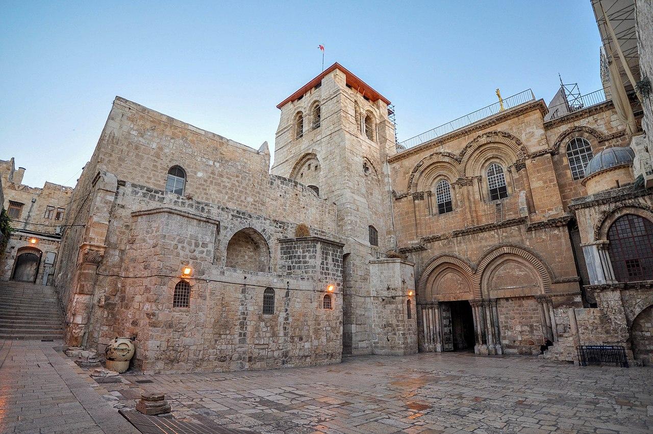 Der Vorplatz der Grabeskirche in Jerusalem - vergrößerbar