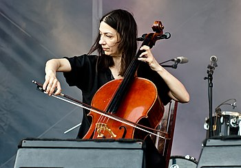 English: Julia Kent at the Primavera Sound Fes...