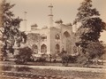 KITLV 92193 - Samuel Bourne - Gateway to Akbar's mausoleum at Sikandara in India - Around 1860.tif