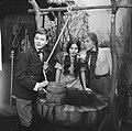 KRO-televisie TV-spel Ik herinner mij mama Eddy Habbema, Helga Sprajc en Lie, Bestanddeelnr 913-9829.jpg
