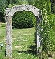 Kamenná brána u silnice na Kramolín v Lipně nad Vltavou (Q80457517).jpg