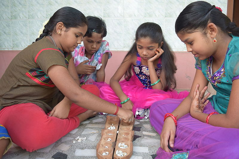 File:Kids playing Pallanguli.JPG