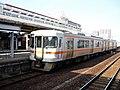 Kiha 25 1512 at Matsusaka Station.jpg