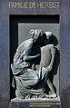 """Klagenfurt Annabichl Friedhof Bronzerelief """"Abschied"""" von 1910 Grab Arztfamilie Herbst 22022009 55.jpg"""