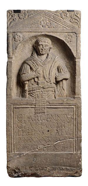 Legio II Augusta - Image: Koenigshoffen Stèle de Largennius