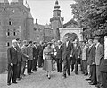 Koningin Juliana bezoekt Kasteel Nyenrode, Bestanddeelnr 907-7876.jpg