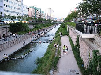 Cheonggyecheon - Image: Korea Seoul Cheonggyecheon 01