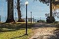 Krumpendorf Parkweg mit Laternen im Park 11112015 2339.jpg