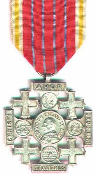 Jerusalem Pilgrim's Cross - Obverse of the medal