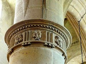Dentil - Image: L'Isle Adam (95), église Saint Martin, nef, entablement des piliers des grandes arcades 2