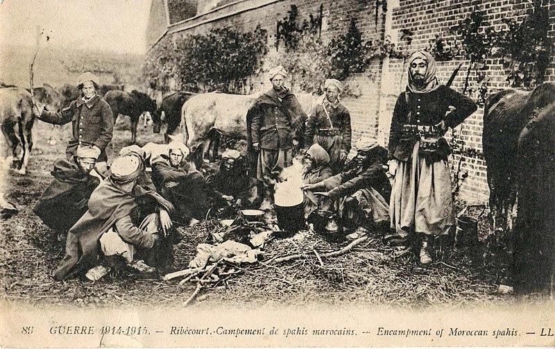 Fichier:LL 89 - Guerre 1914-1915 - RIBECOURT - Campement de spahis marocains.JPG