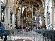 มหาวิหารเซ็นต์จอห์นแลเตอร์รัน กรุงโรม ผังของบาซิลิกามาหยุดที่คูหาโค้งบริเวณที่ทำพิธี ฟรานเซสโก บอโรมินิ มาเปลี่ยนทางเดินสู่แท่นบูชาเมื่อคริสต์ศตวรรษที่ 17th