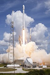 Launch of Falcon 9 carrying ORBCOMM OG2-M1 (16830422056).jpg