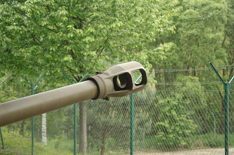 File:Lešany, vojenské muzeum, lehká houfnice 18 40, kanón.JPG