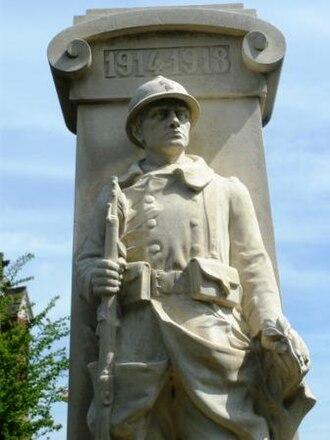 Le Quesnel - The war memorial in Le Quesnel