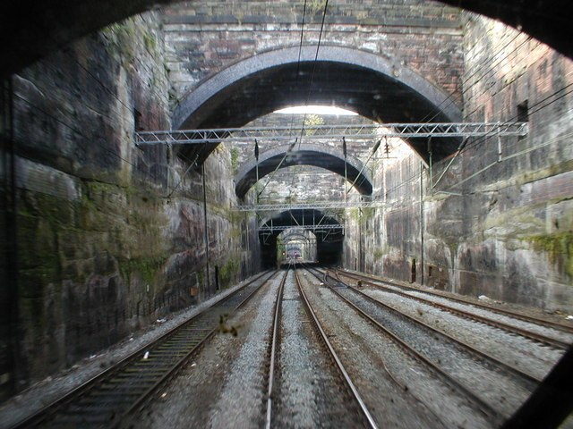 Leaving Liverpool Lime St - geograph.org.uk - 747034