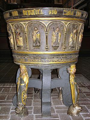 Baptismal font - Image: Lenzen Stadtkirche Taufbecken
