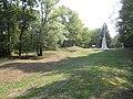 Les entonnoirs de Leintrey - En approche du monument.jpg