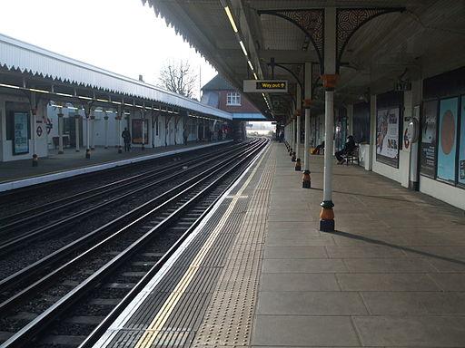 Leyton tube west