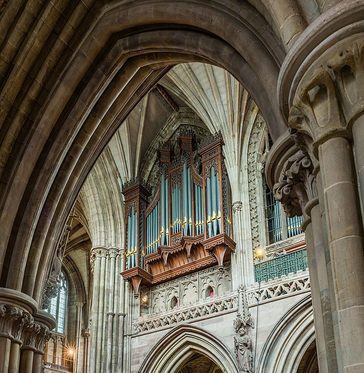 File:Lichfield Cathedral Organ, Staffordshire, UK - Diliff ...