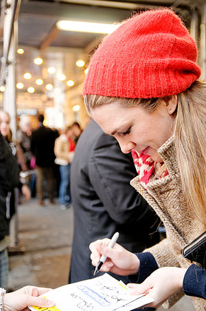 Lily Rabe - Rabe signing autographs outside Seminar in 2011