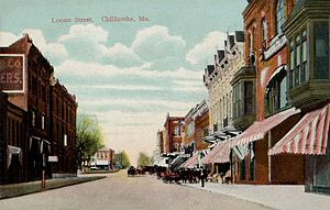 Chillicothe, Missouri - Locust Street in c. 1908