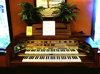 Lowrey organ - Lowrey C500 Celebration electronic organ (1977)