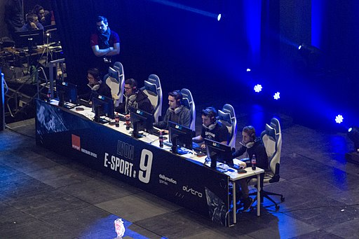 Lyon Esport 9 - Team Indy Spensable (side)