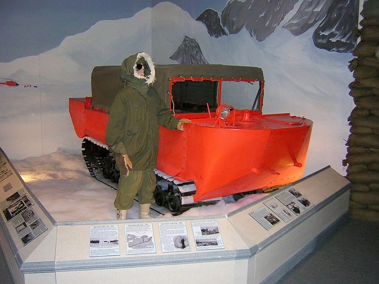 CASSE TÊTE POUR TANKISTE..................... 1280px-M29_Weasel_Arctic_USArmyTransMuseum