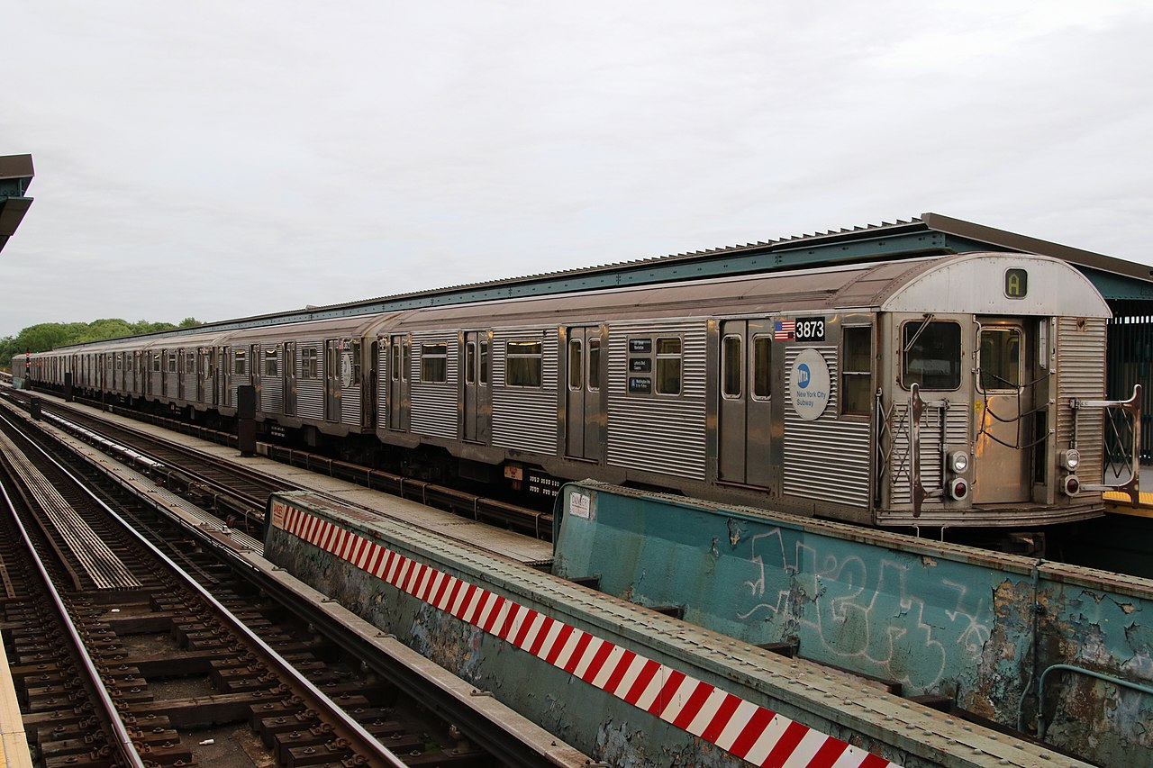 File Mta Nyc Subway A Train At 80th St Jpg Wikimedia Commons
