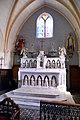 Maître-autel de l'église Saint-Laurent du Mesnil-Rogues.jpg