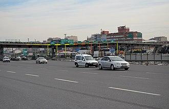 Otoyol 3 - Image: Mahmutbey Toll Plaza