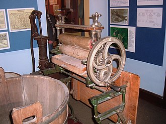 Somerset Rural Life Museum - Image: Mangle at Somerset Rural Life Museum
