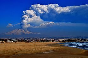 March 4, 2012 Etna Eruption with the city of Catania in the foreground.jpg
