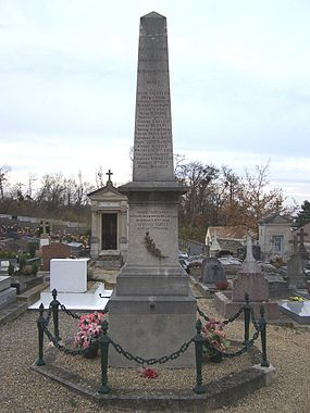 Mareil-Marly Monument aux morts.jpg