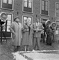 Marika Rokk en Johan Heesters bij filmopnamen in de bollenstreek, Bestanddeelnr 905-6889.jpg