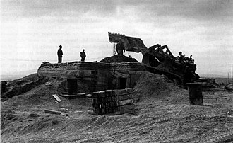 Con Thien - Marines build an ammunition bunker at Con Thien, January 1968