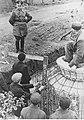 Marszałek Walther Model podczas inspekcji na froncie w Normandii (2-366).jpg
