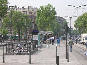 Porte de Choisy (Paris Métro) - Image: Metro 7 Porte de Choisy accès et tramway
