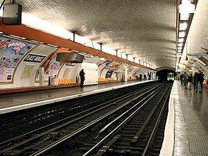 Place Monge (Paris Métro) - Image: Metro de Paris Ligne 7 Place Monge 03