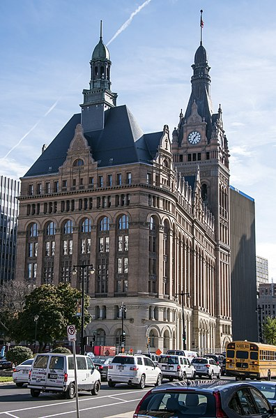 File:Milwaukee City Hall 737.jpg