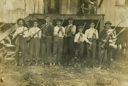 Miners in Eskdale, West Virginia (1913) Miners with guns in Eskdale.png