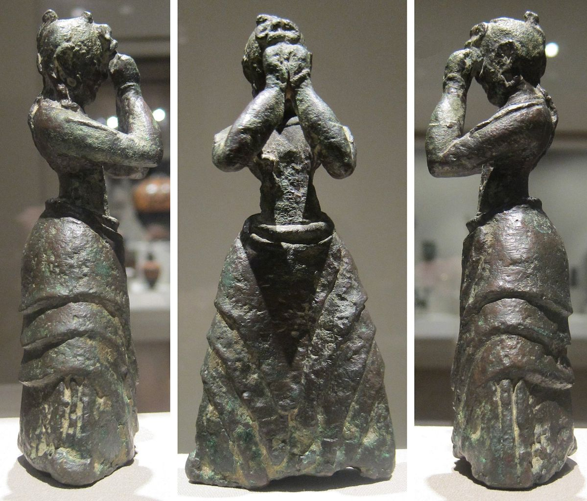 fileminoan girl c 16001500 bce bronze crete