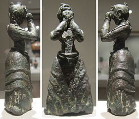 Minoan figuring of woman in sacred posture