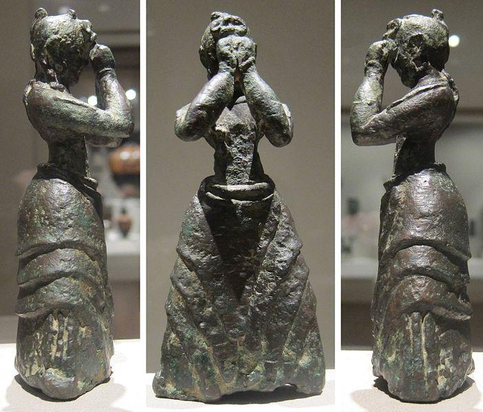File:Minoan girl, c. 1600-1500 BCE, bronze, Crete, Cleveland Museum of Art.jpg